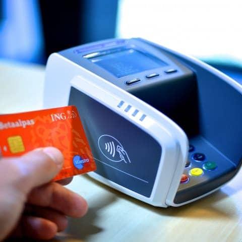 Plastic passen met NFC-technologie